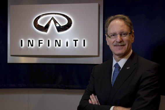 Le président d'Infiniti Johan de Nysschen, mise sur les retombées de son partenariat avec l'écurie de Formule 1 Red Bull.