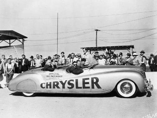 Chrysler a même utilisé une étude de style (concept car) comme Pace Car à l'édition de 1941, la Newport Phaeton. (Photo courtoisie)