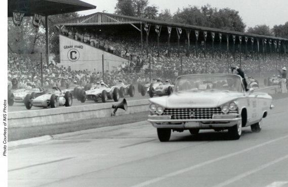Une grande Buick décapotable en action en tant que Pace Car pour le millésime 1959. (Photo courtoisie)