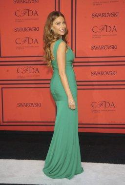 Sofia Vergara met en valeur ses courbes lors des CFDA Awards. (Photo: AP)