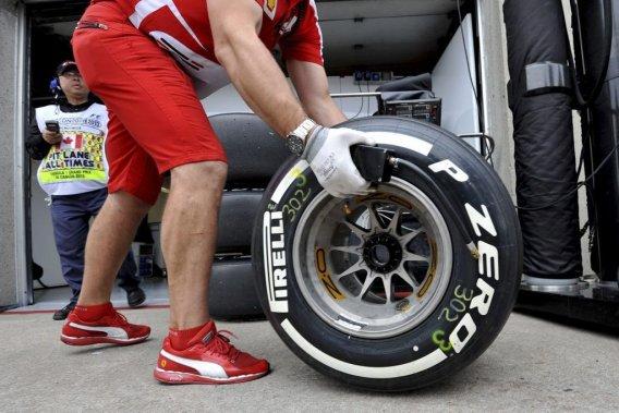 «Nous avons une situation où une très grande majorité d'équipes ne veulent absolument aucun changement. Et elles sont très insistantes à ce chapitre, a décrit Paul Hembery, directeur des sports automobiles chez Pirelli.