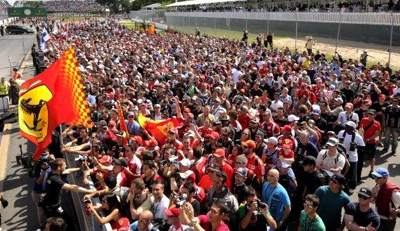 Après quelques jours de pluie, les dizaines de milliers de spectateurs présents au circuit Gilles-Villeneuve ont eu droit à une journée ensoleillée pour l'édition 2013 du Grand Prix du Canada. (Bernard Brault, La Presse)