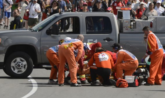 Quelques minutes après la fin de la course, un signaleur bénévole de 38 ans est décédé après avoir été écrasé par une grue qui remorquait une voiture de Formule 1 accidentée. (Bernard Brault, La Presse)