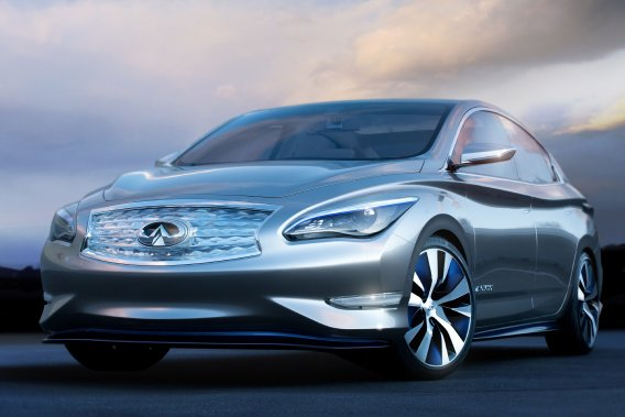 «Il y aura une Infiniti électrique. Mais au bon moment», a dit à<em>Automotive News</em>le Sud-Africain moustachu que M. Goshn est allé recruter chez Audi il y a un an. M. De Nysschen a souligné que la priorité est d'augmenter les ventes globales d'Infiniti.