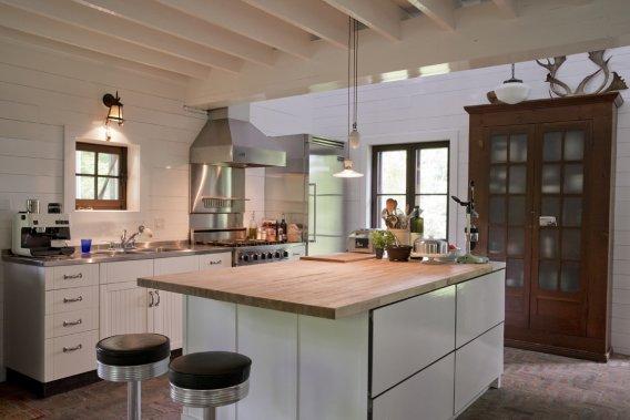 La cuisine à aire ouverte est «par la force des choses» le haut lieu des rassemblements. (Photo David Boily, La Presse)