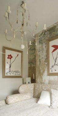 L'hôtel offre des chambres qui ont conservé un aspect brut, agrémenté de touches plus cossues. (Photo fournie par l'hôtel Rough Luxe)