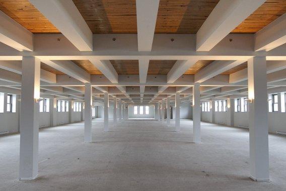 Quinze des 18 condos seront aménagés au deuxième étage, au plafond de 12 pieds de haut, fait de bois posé verticalement (mill floor). (Photo Hugo-Sébastien Aubert, La Presse)