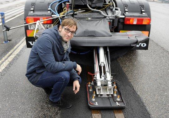 C'est un vieux fantasme automobile sur lequel Groupe Volvo et le gouvernement suédois travaillent sur une route expérimentale de 400 mètres.