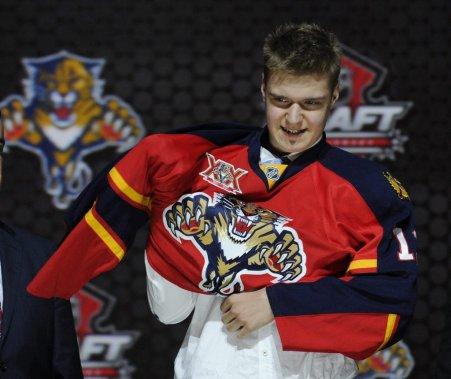 Les Panthers de la Floride ont causé une certaine surprise en jetant leur dévolu sur le Finlandais Aleksander Barkov avec le deuxième choix. (PHOTO BILL KOSTROUN, AP)