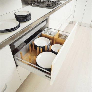 Cinq essentiels pour sa cuisine marie eve morasse maison for Armoire cuisine tiroir coulissant