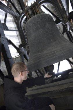 Une des cloches massives de la basilique-cathédrale (Le Soleil, Patrice Laroche)