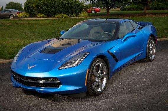 La Corvette Stingray Premiere Edition se pare d'une carrosserie bleu lagune.