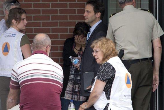 Des familles ayant possiblement perdu des proches lors de l'accident ferroviaire se rencontrent pour discuter du deuil à venir. (Photo Alain Roberge, La Presse)