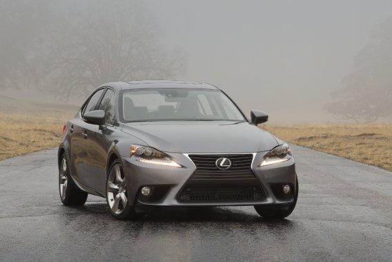 La Lexus IS n'est présentement offete qu'en berline. Un coupé insufflerait une image dynamique à la bagnole.