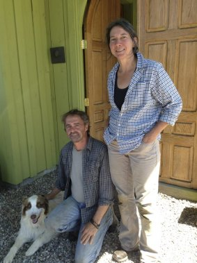 Les propriétaires André Cellard et Chantal Ippersiel et leur chien Bacchus. (Photo Karyne Duplessis Piché, collaboration spéciale)