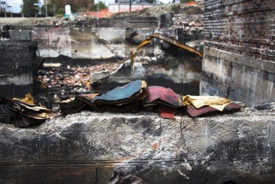 Des effets personnels laissés sur place depuis la tragédie. (Photo Ninon Pednault, La Presse)
