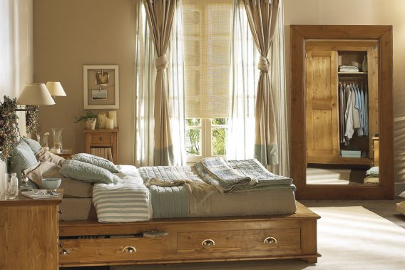 Mansard le charme de la bourgeoisie carole thibaudeau for Petit meuble chambre a coucher
