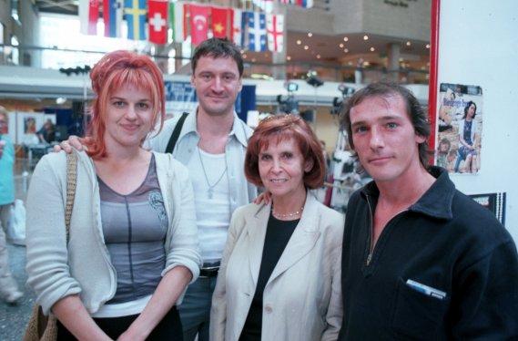 Des acteurs du film «Post Mortem» photographiés en août 1999 : Sylvie Moreau, François Papineau, Hélène Loiselle et le réalisateur Louis Bélanger. (Photo: Michel Gravel, archives La Presse)