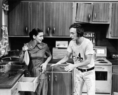 Hélène Loiselle et Yvon Deschamps dans le film «Le petit vient vite» de Louis-Georges Carrier. (Photo: archives La Presse)