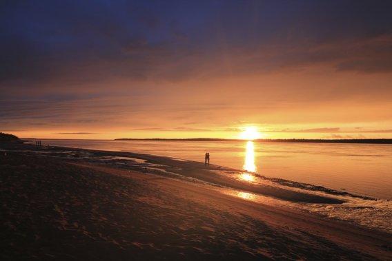 Les habitants de la communauté francophone la plus au nord du Québec peuvent profiter quotidiennement des magnifiques couchers de soleil de la région. (Photo Charles-Édouard Carrier, collaboration spéciale)