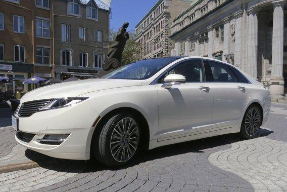 La nouvelle Lincoln MKZ est offerte avec un moteur à quatre cylindres EcoBoost de 240 chevaux équipé d'une boîte automatique à 6 rapports et traction ou avec le V6 Ti-CVT de 3,7 litres de 300 chevaux avec boîte automatique à 6 rapports et transmission intégrale.