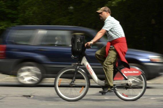 Aux États-Unis, entre 1983 et 2010, la proportion de titulaires d'un permis automobile est passée de 92% à 80% chez les 20-24 ans.