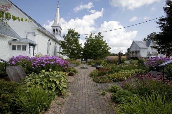L'église-musée, l'une des plus anciennes entièrement construite en bois du Québec et restaurée au début des années 2000, est l'un des arrêts que peuvent faire les visiteurs dans le cadre du circuit. (Photo Alain Roberge, La Presse)