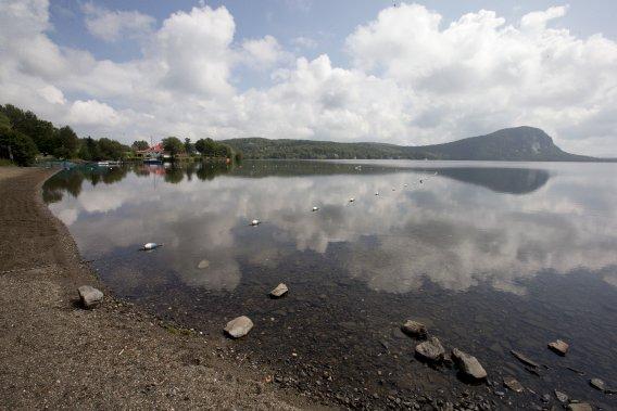 Pour ceux qui veulent profiter des autres activités qu'on peut faire dans la région, il est possible de se baigner à la plage publique et au lac Lyster, en plus de pouvoir louer pédalos, kayaks et canöes. (Photo Alain Roberge, La Presse)