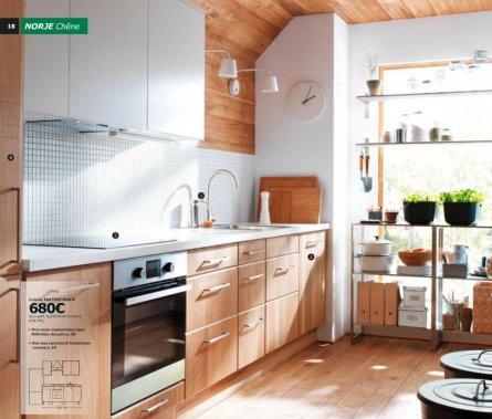 Geneviève Labbé n'a pas travaillé sur le nouveau catalogue IKEA cette année. Elle a plutôt planché sur une brochure spécialisée pour les cuisines, qui ne semble pas encore être en ligne sur le site canadien de la compagnie. Parmi ses réalisations, elle est particulièrement fière de cette cuisine NORJE en chêne. (Photo tirée de la brochure Cuisines 2014 sur le site www.ikea.fr)