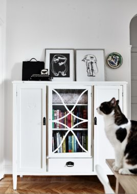 Dans la salle à manger, une vieille armoire récupérée à laquelle Geneviève Labbé a redonné un second souffle. (Photo Andrea Papini)