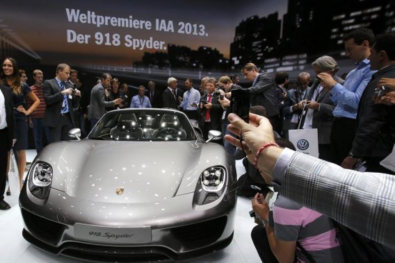 La Porsche 918 Spyder embarque un V8 de 4,6l développant 608ch combiné à deux moteurs électriques.