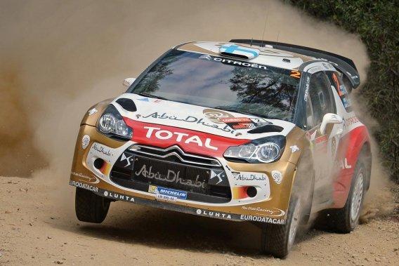 Le Français Sébastien Ogier devance au classement provisoire le Finlandais Mikko Hirvonen (Citroën) de 53 secondes et le Belge Thierry Neuville d'une minute et 22 secondes.
