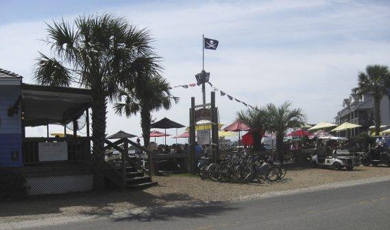 La terrasse du Jolly Rogers, dans l'île d'Ocracoke. (Photo Charles-Édouard Carrier, collaboration spéciale)