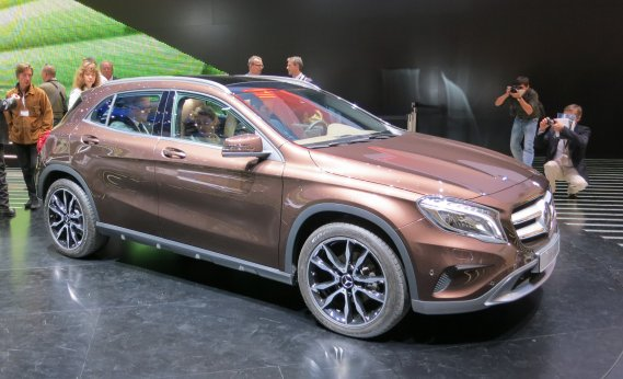 Le constructeur allemand Mercedes-Benz a profité du Salon de Francfort pour y lancer son tout dernier modèle, le petit VUM compact GLA de production dont la mécanique est semblable à celle de la voiture de Classe B déjà disponible chez nous. (Photo Éric Descarries, collaboration spéciale)