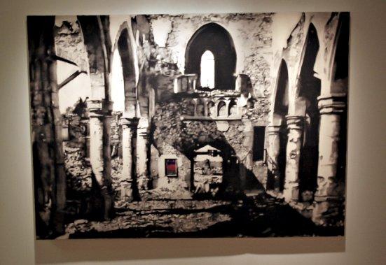 Ruine 2, huile, fusain et cendre sur toile (Le Soleil, Pascal Ratthé)