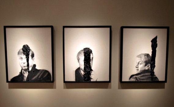 Portrait of Roman Abramovich, huile, fusain et goudron sur toile (Le Soleil, Pascal Ratthé)
