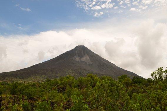Le volcan Arenal (Photo Bénédicte Millaud, La Presse)