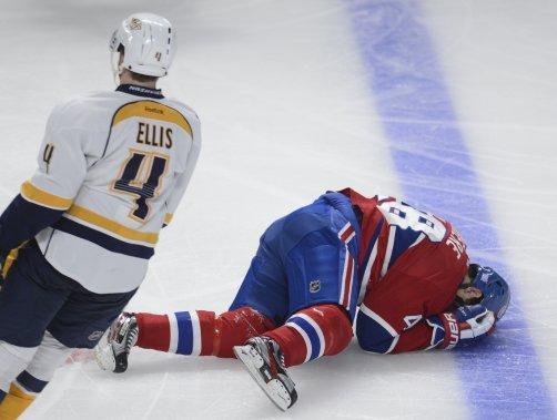 Daniel Brière, du Canadien, au sol après être entré en collision accidentellement avec Eric Nystrom. (Photo Bernard Brault, La Presse)