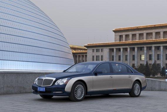 La Maybach était construite sur une voiture aux dimensions éléphantesques - on ne s'en échappe pas - mais beaucoup trop proche de la Mercedes Classe S.