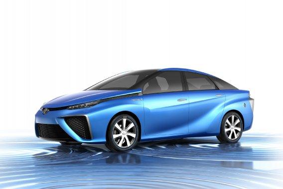 Ce véhicule de taille moyenne et doté de quatre places affiche une autonomie de 500 km et peut être rechargé en hydrogène gazeux stocké dans deux réservoirs à haute pression en trois minutes.