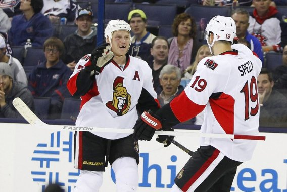 Chris Neil célèbre un but des Sénateurs en compagnie de Jason Spezza. (Russell LaBounty, USA TODAY Sports)