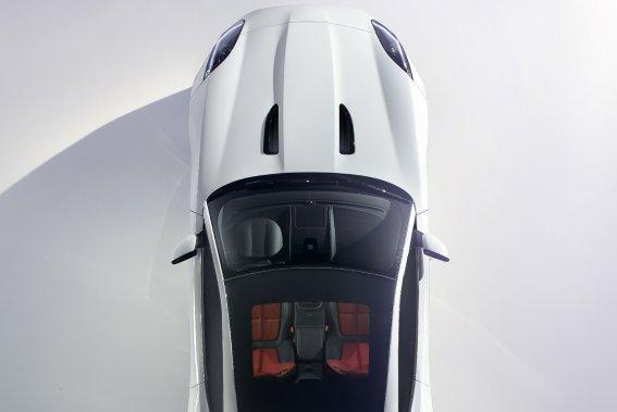 L'avant-goût envoyé par Jaguar annonce un toit vitré en option.