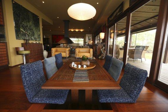 L 39 le bizard un style japonais plus vrai que nature for Que poser sur une table de salle a manger