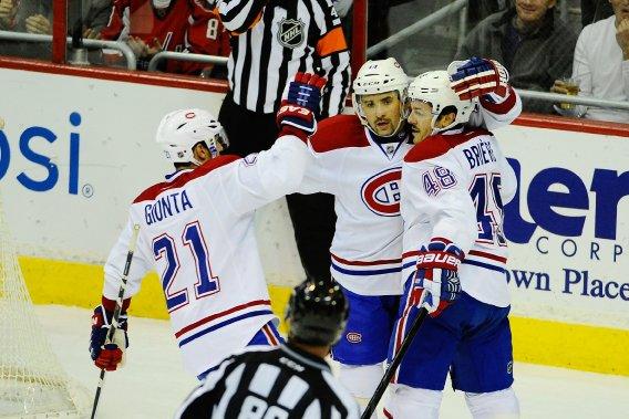 Daniel Brière (48) a ouvert la marque pour le Canadien, aidé de Tomas Plekanec (14) et Brian Gionta (21). (PHOTO BRAD MILLS, USA TODAY)