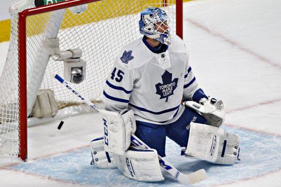 Le gardien des Leafs Jonathan Bernier alors qu'il cède pour la deuxième fois du match. (Photo Olivier Jean, La Presse)