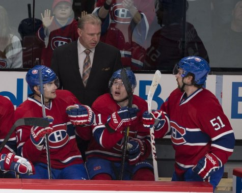 Michel Therrien félicite Max Pacioretty, Brendan Gallagher et David Desharnais pour leur but. (André Pichette, La Presse)