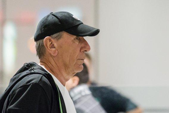 Vito Rizzuto, de retour de République Dominicaine, à l'aéroport de Montréal. (PHOTO EDOUARD PLANTE-FRCHETTE LA PRESSE)
