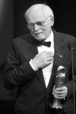 Frédéric Back lorsqu'il a reçu le prix Jutra, de l'Académie du Cinéma, en 2000. (Photo Bernard Brault, archives La Presse)