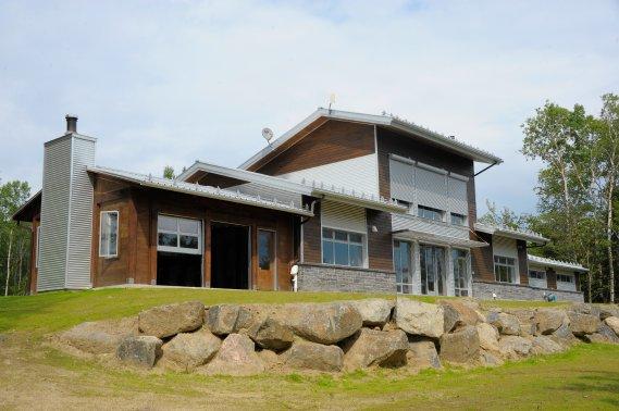 La maison Kénogami, à Saguenay, est la première à obtenir la certification Net Zero Heat. Elle a obtenu la certification LEED platine, avec le pointage le plus élevé au Canada. (Photo Gimmy Desbiens, Le Quotidien)
