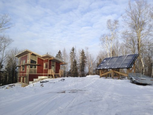Cette maison écologique construite à Low, en Outaouais, vise la certification LEED Platine. (PHOTO FOURNIE PAR BALA STRUCTURES)